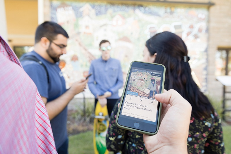Students develop a walking-tour app for Hannibal Square.